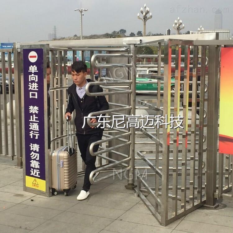 贵阳北站单向进口转闸门,不锈钢平顶单向门