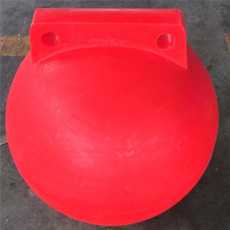 红白黄搭配海洋浮球
