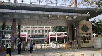 中烨通道:东南高级中学校配套安全车辆管理升降柱案例