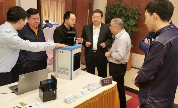 重庆安防协会理事长参加新型交通安全产品专家评审会